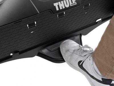 /thumbs/fit-400x300/2015-09::1441356682-thule-velocompact-feature-7pin-3bike-tilt-pedal-sized-900x600.jpg